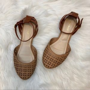 Bamboo Laser Cut Closed Toe Sandals